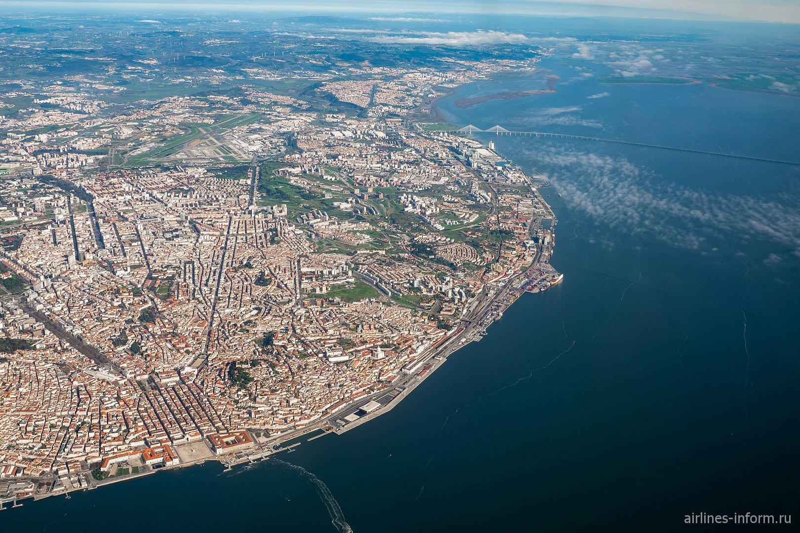 Город Лиссабон, река Тахо и 12-километровый мост Васко да Гама