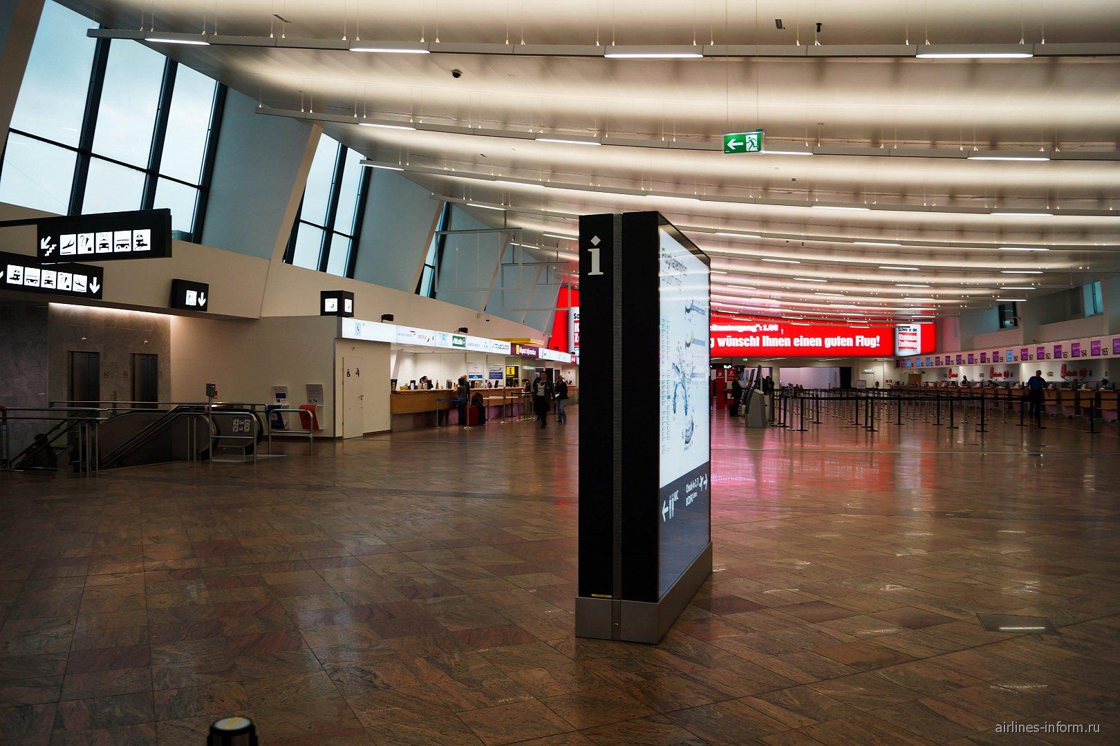 Зал регистрации пассажиров в терминале 1 аэропорта Вена Швехат