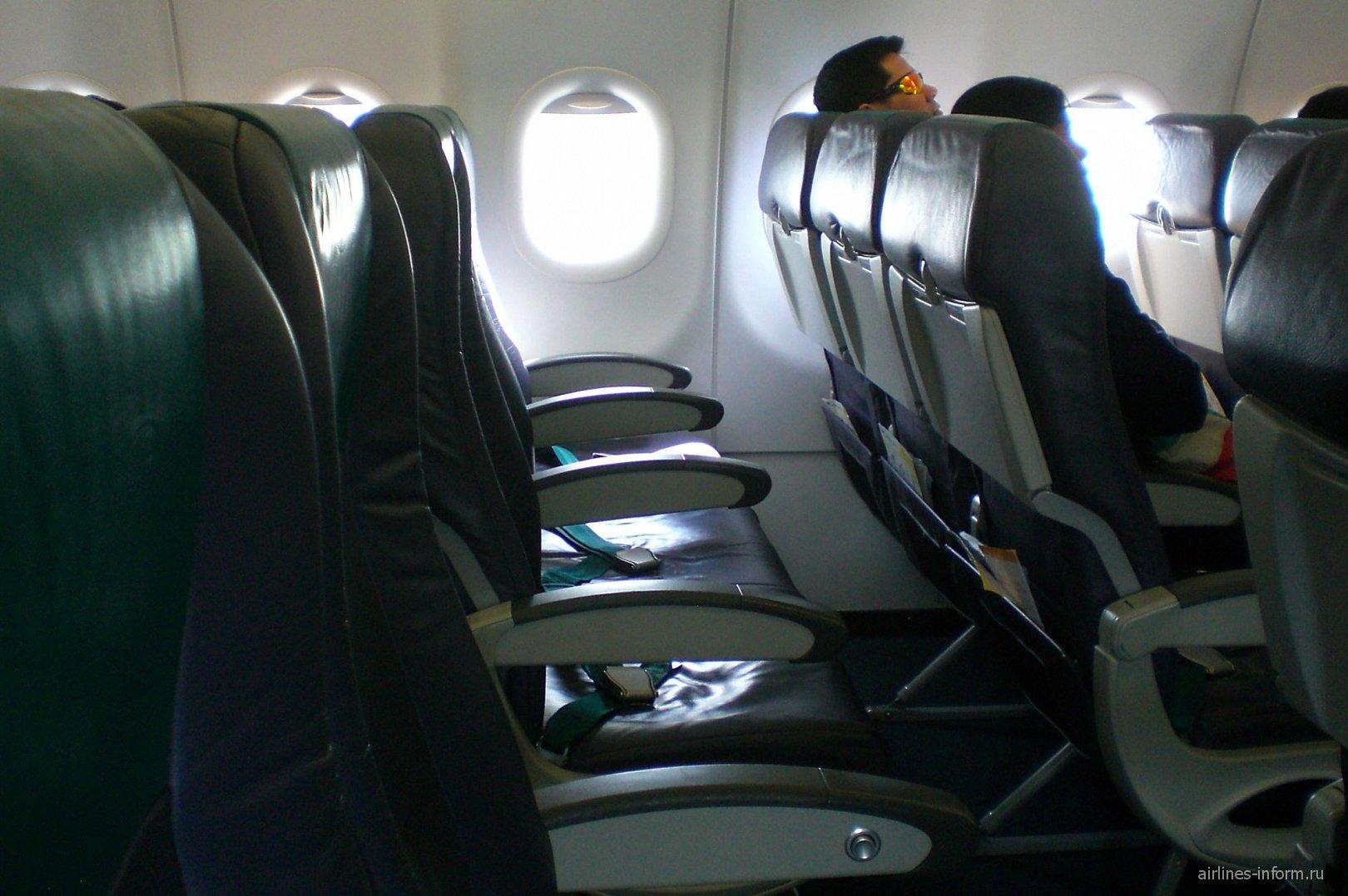 Салон самолета Airbus A320 авиакомпании Cebu Pacific