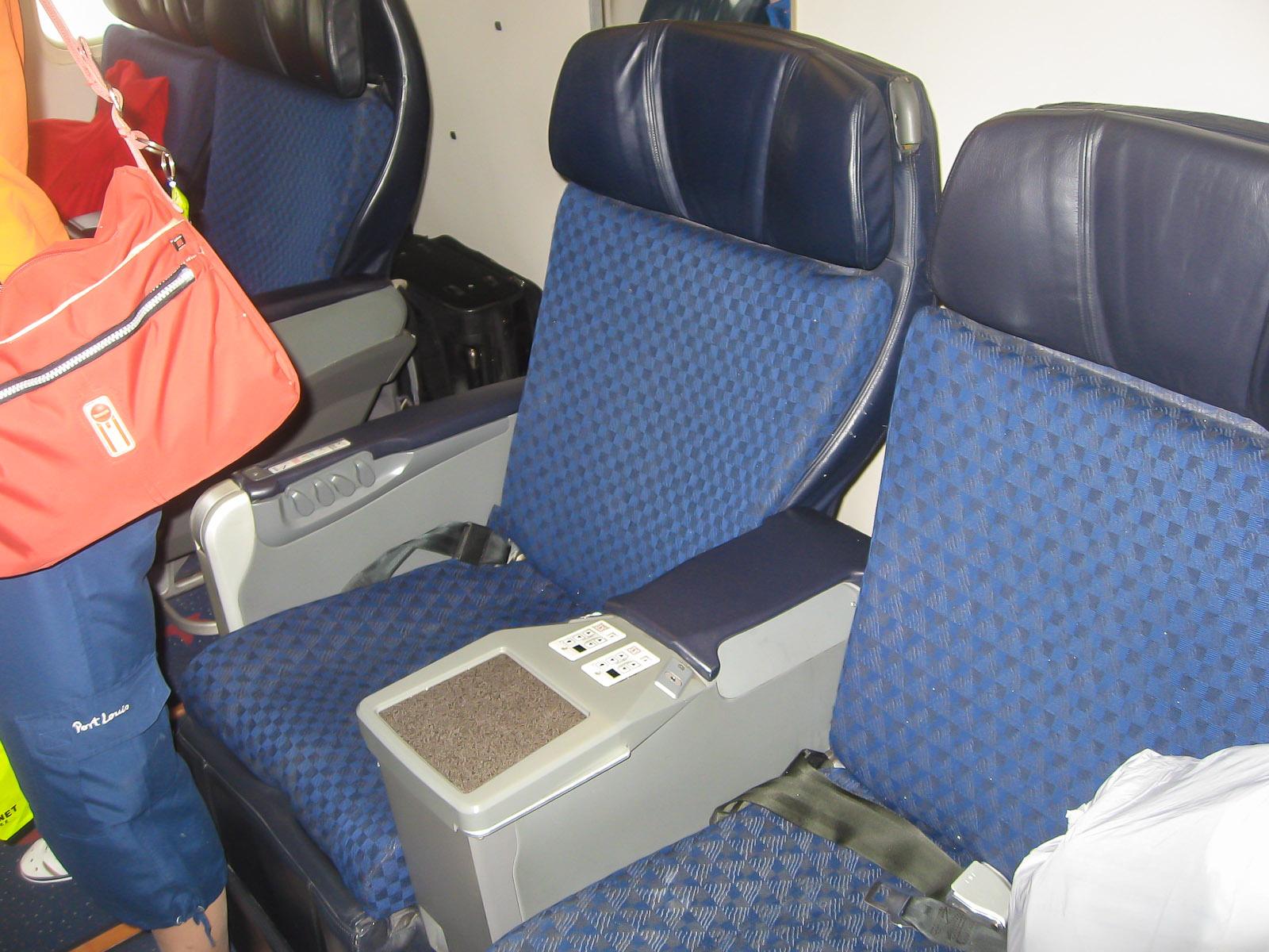 Салон бизнес-класса самолета Боинг-767-300 авиакомпании Nordwind