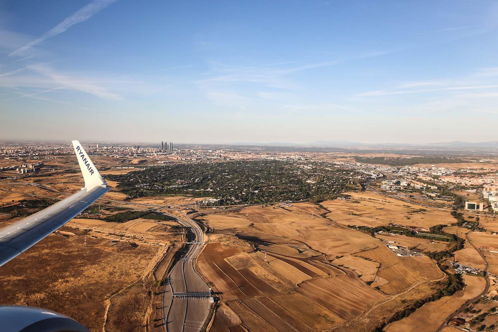 Вид на пригороды Мадрида при взлете из аэропорта Барахас
