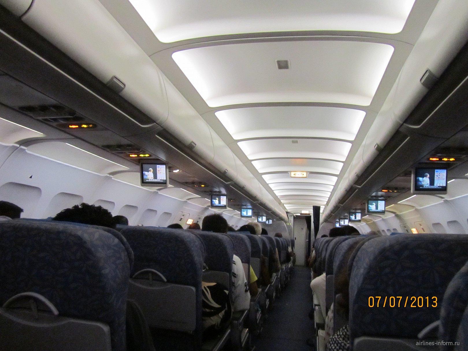 Салон самолета Эрбас А-320 Филиппинских авиалиний