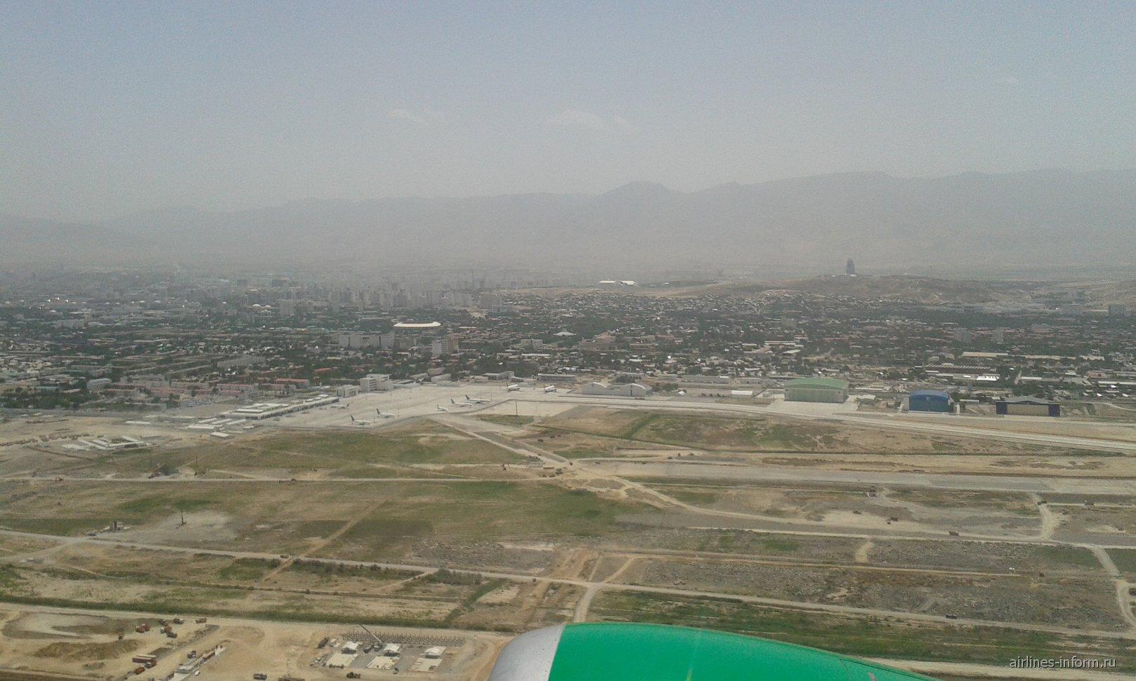 Над аэропортом Ашхабада