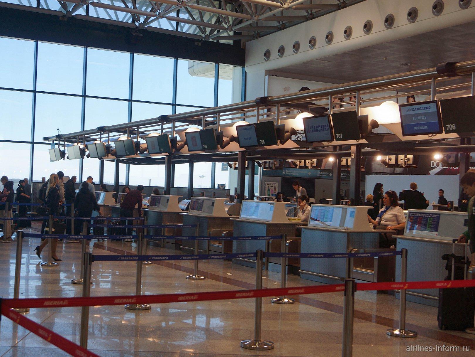 Стойки регистрации в Терминале 1 аэропорта Милан Мальпенса