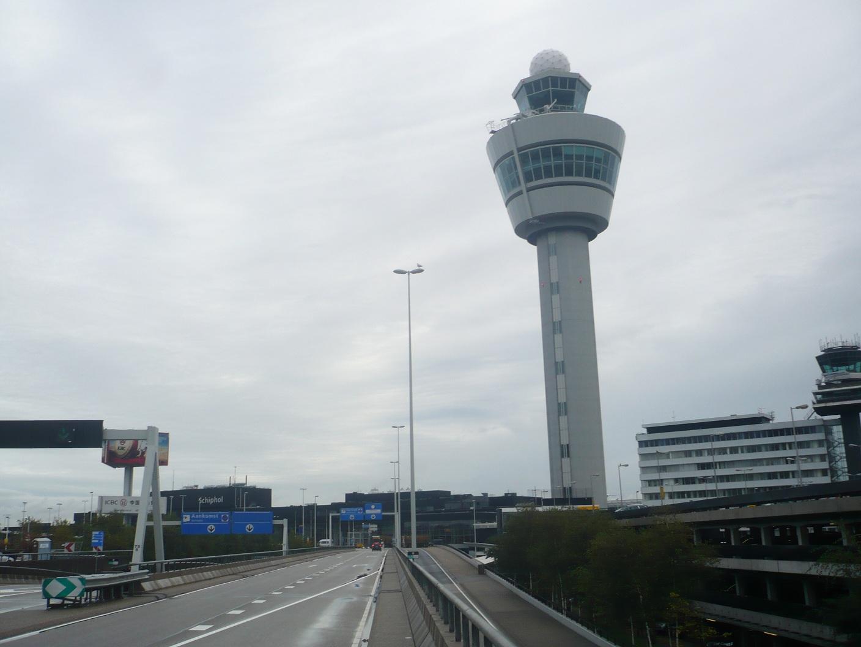 Диспетчерская башня в аэропорту Амстердам Схипхол