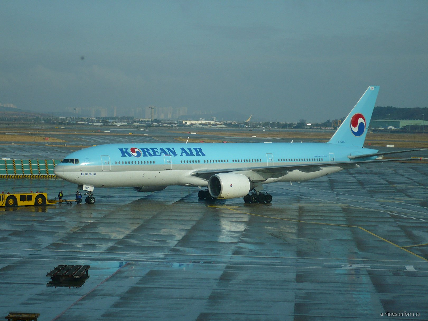 Самолет Боинг-777-200 авиакомпании Korean Air в аэропорту Сеул Инчхон