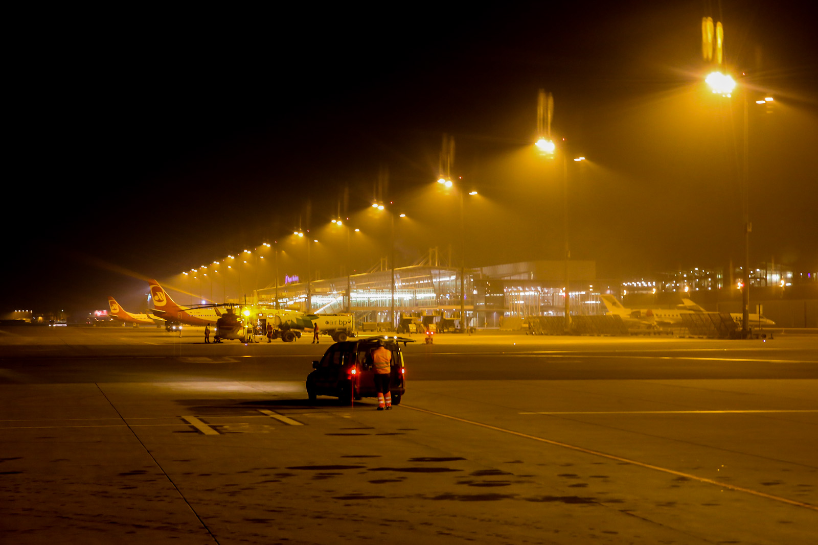 Пассажирский терминал аэропорта Нюрнберг ночью