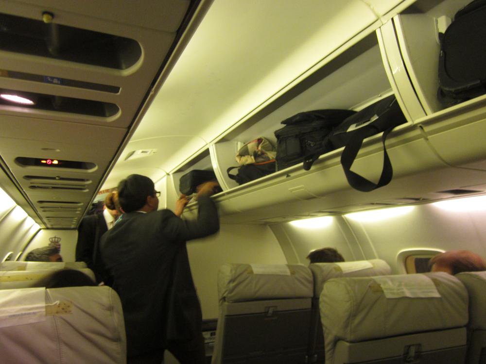 Салон самолета ERJ145 авиакомпании Luxair