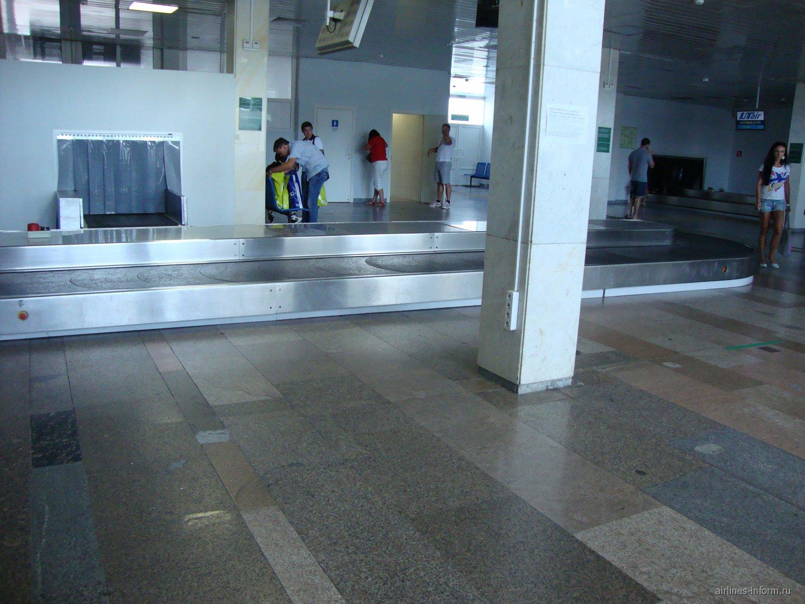 Зал выдачи багажа в аэропорту Ростов-на-Дону
