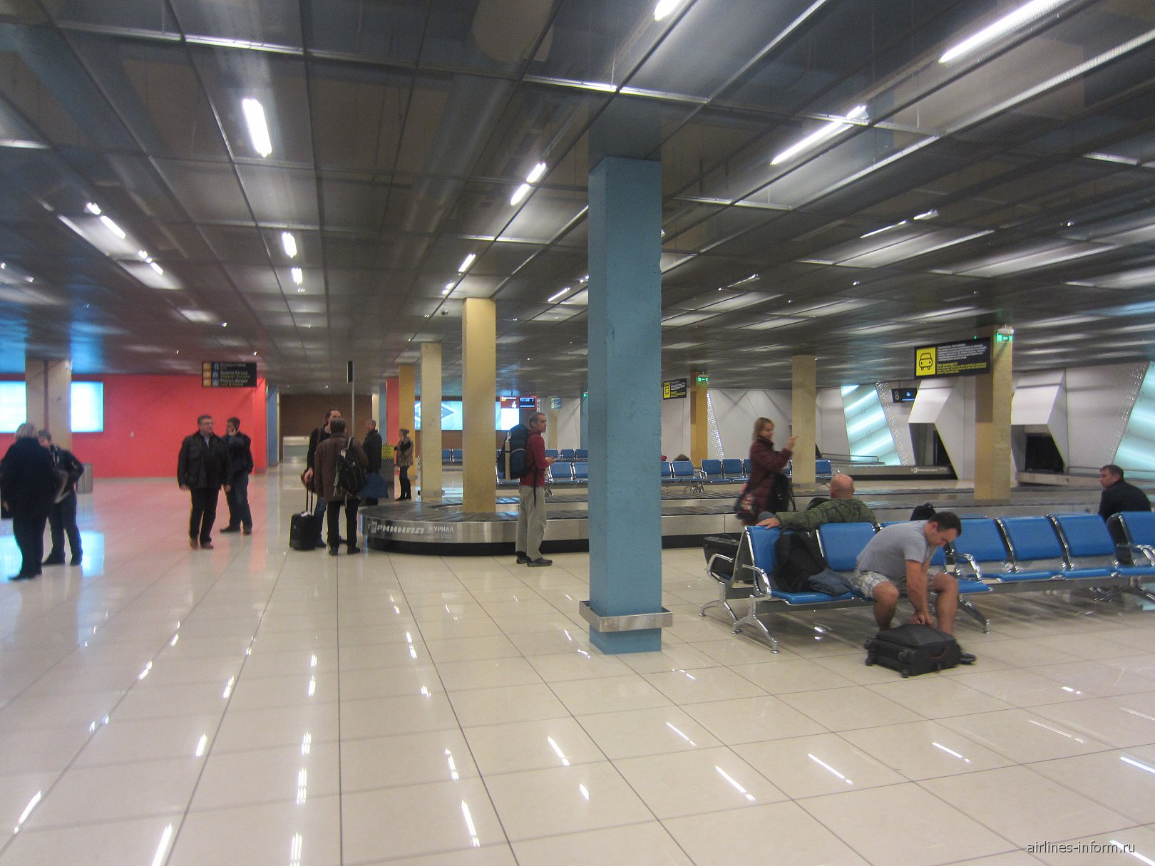 Зал получения багажа в аэропорту Кольцово