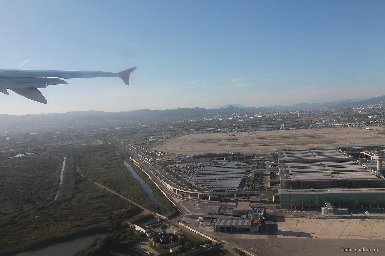 Вид при взлете на терминал 1 аэропорта Барселоны