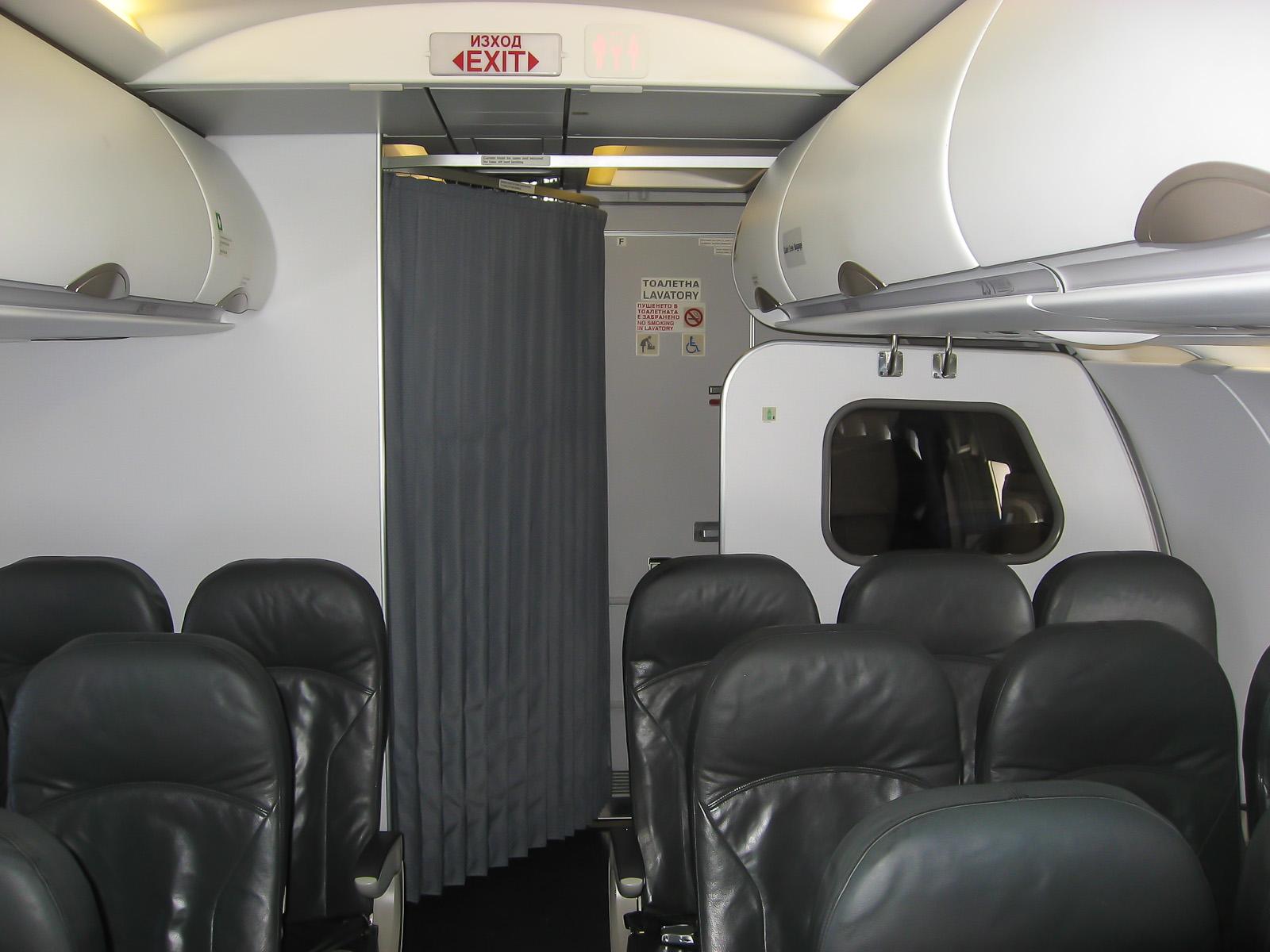 Салон эконом-класса Airbus A319  авиакомпании Bulgaria Air