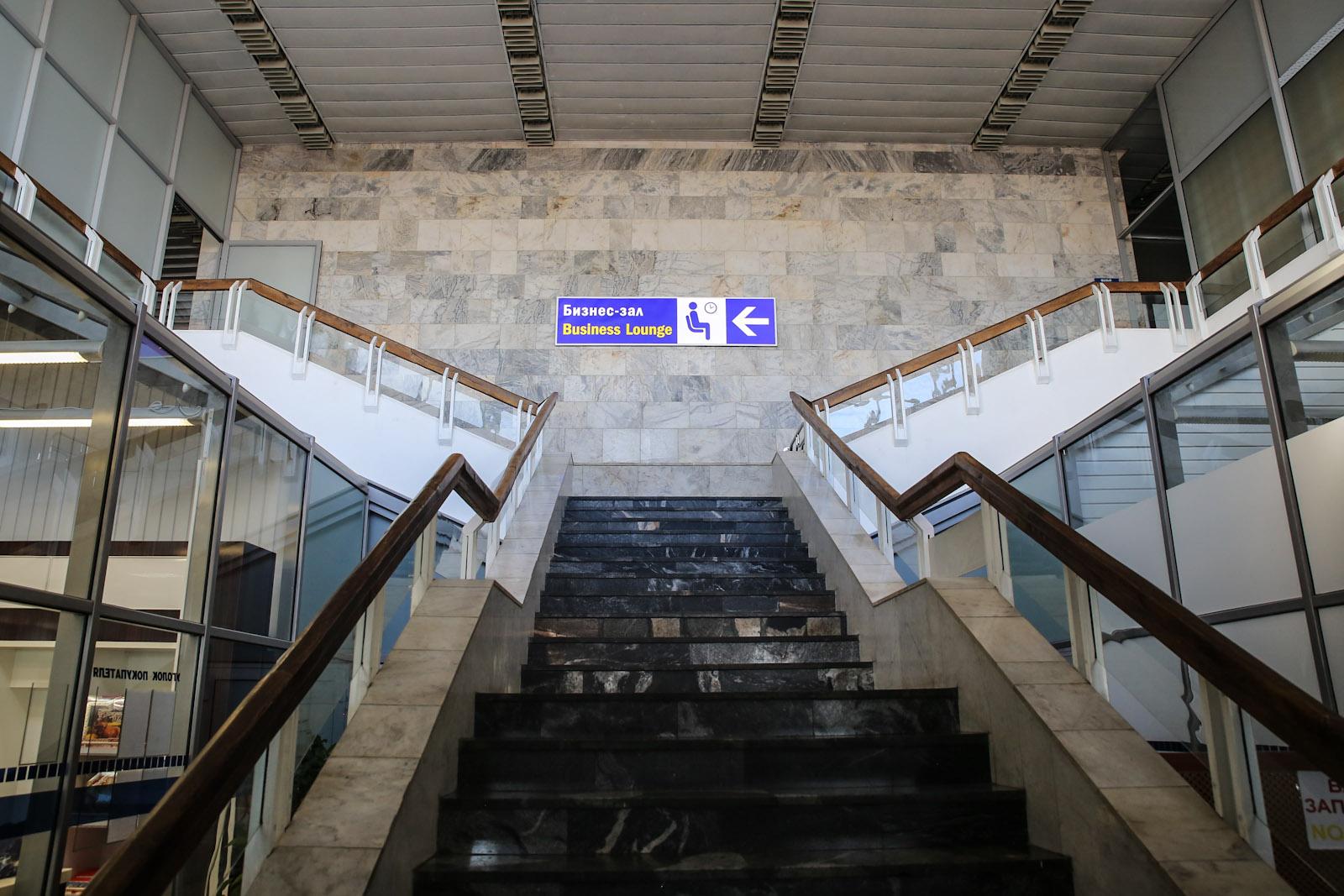 Лестница в бизнес-зал в аэропорту Минск Национальный