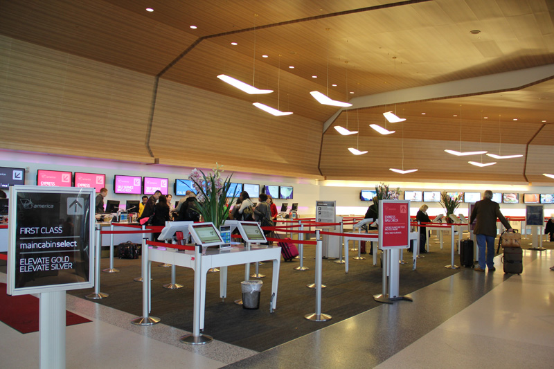Стойки регистрации в терминале 2 аэропорта Сан-Франциско