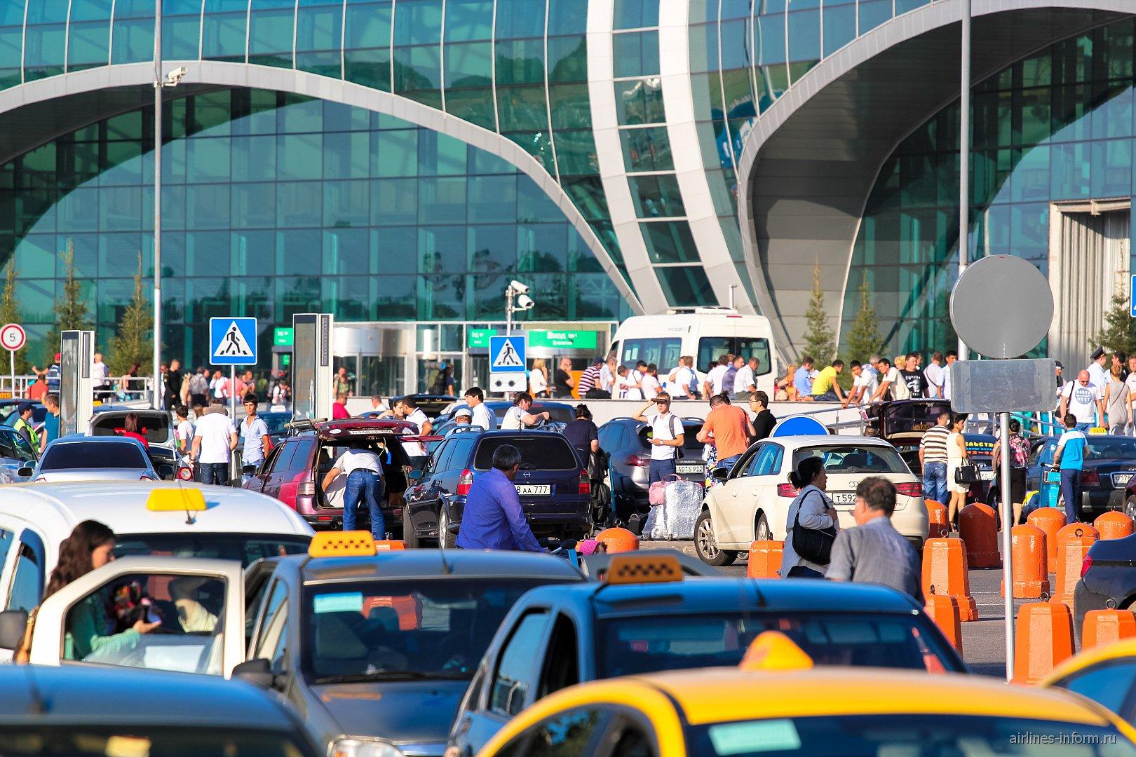 Суета в аэропорту Москва Домодедово