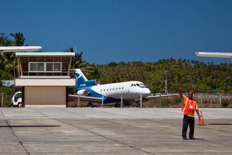 Самолет Як-40 в аэропорту Катиклана