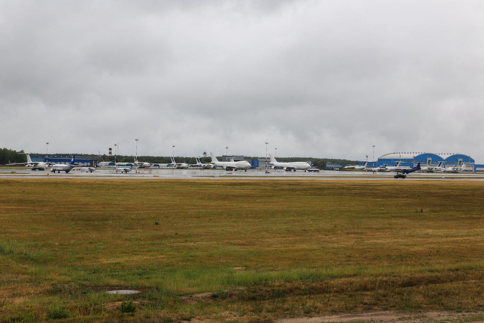 Грузовой перрон аэропорта Минск Национальный