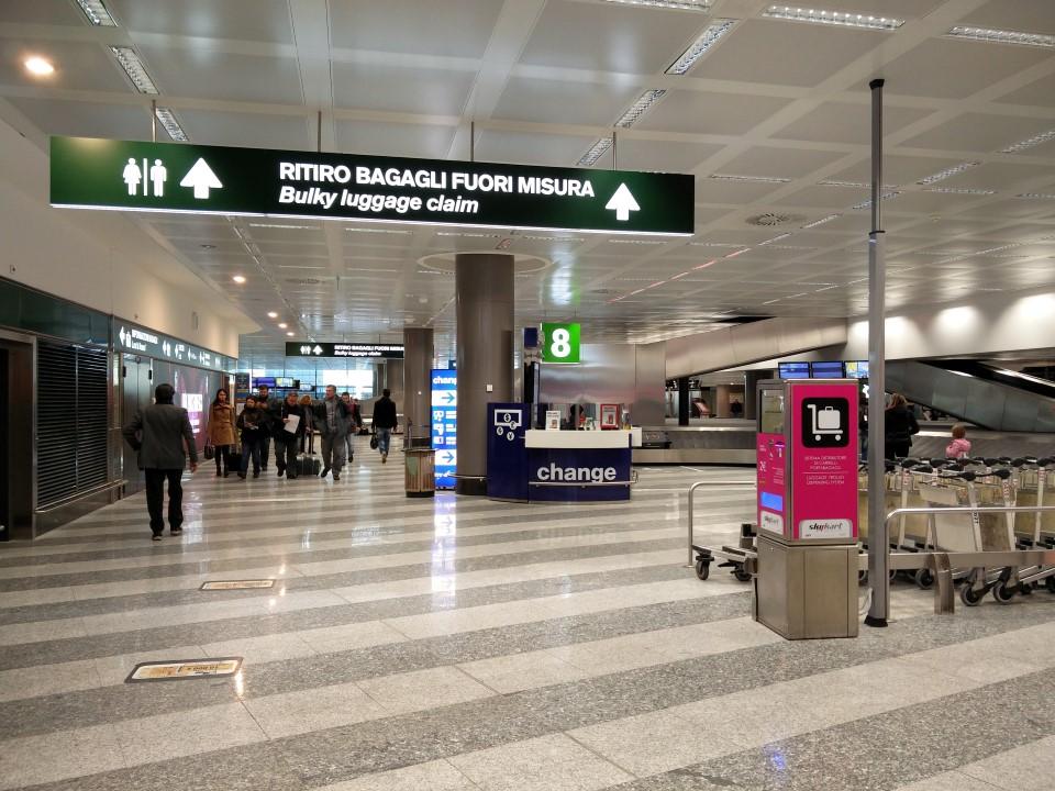 Зал выдачи багажа в аэропорту Милан Мальпенса