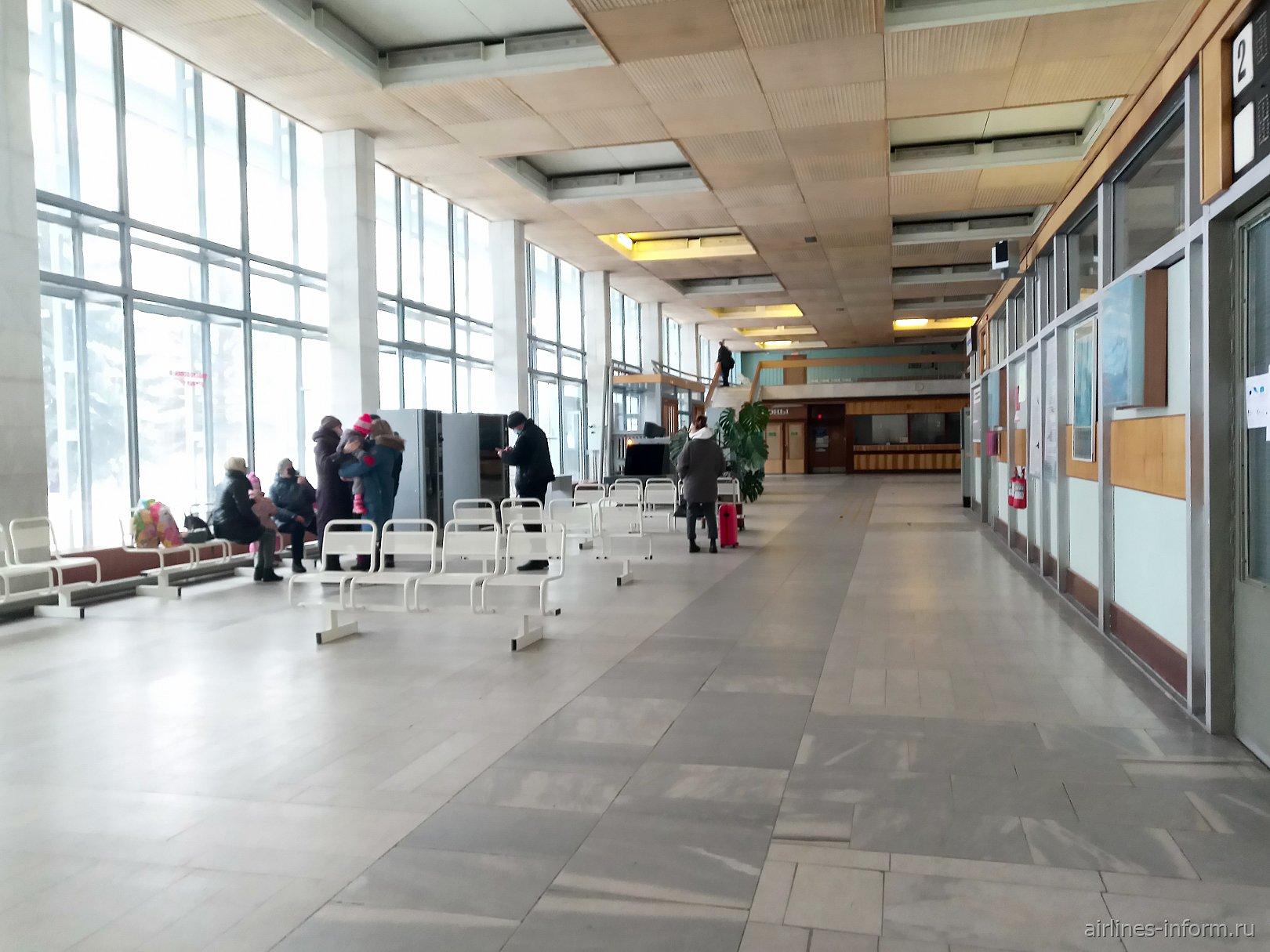 Общий зал аэровокзала аэропорта Вологды