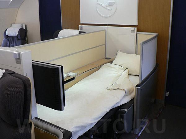 Салон первого класса в самолете Airbus A380 авиакомпании Люфтганза