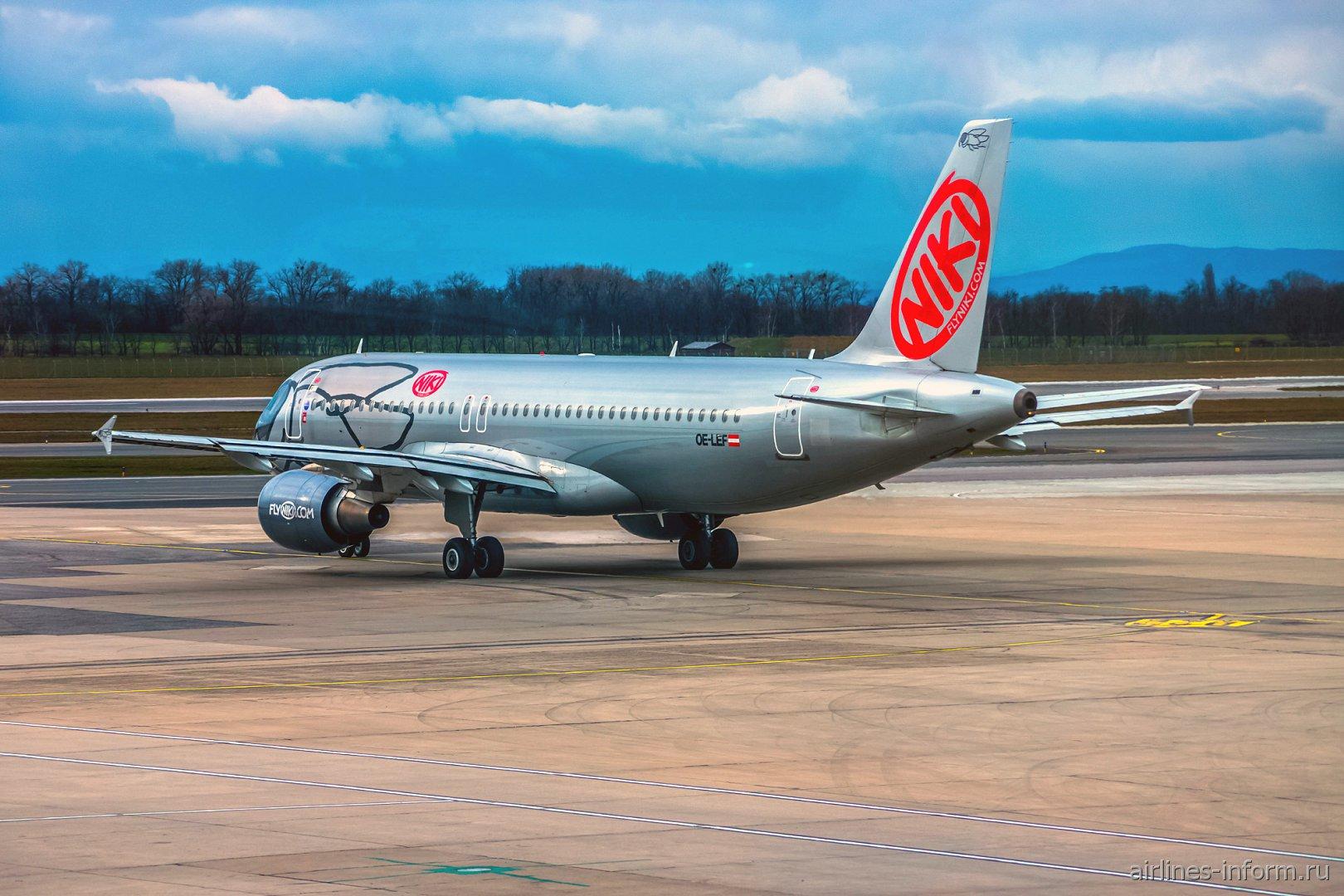 Самолет Airbus A320 OE-LEF авиакомпании Niki в аэропорту Вены