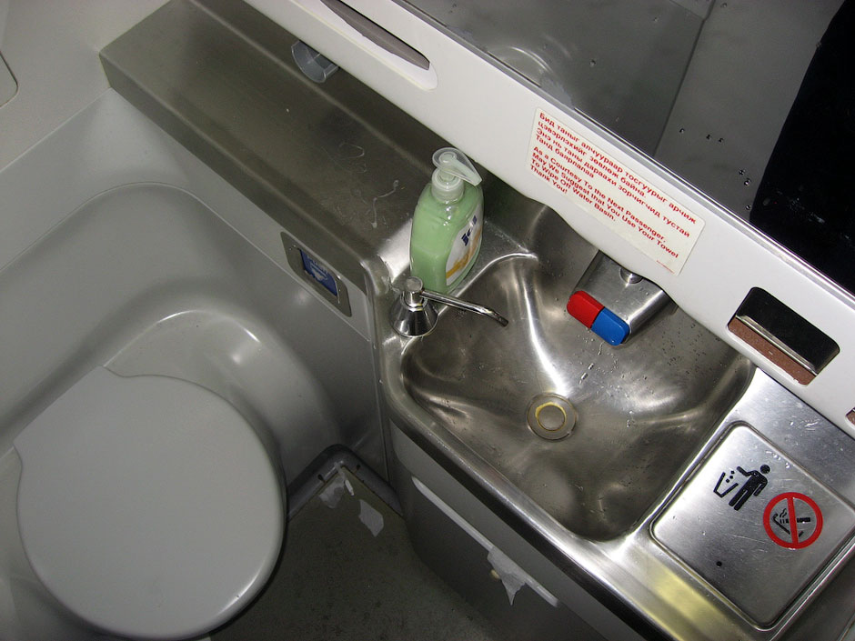 Туалет самолета Боинг-737-800