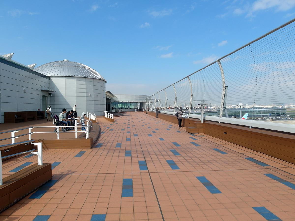 Смотровая площадка на крыше терминала 2 аэропорта Токио Ханеда