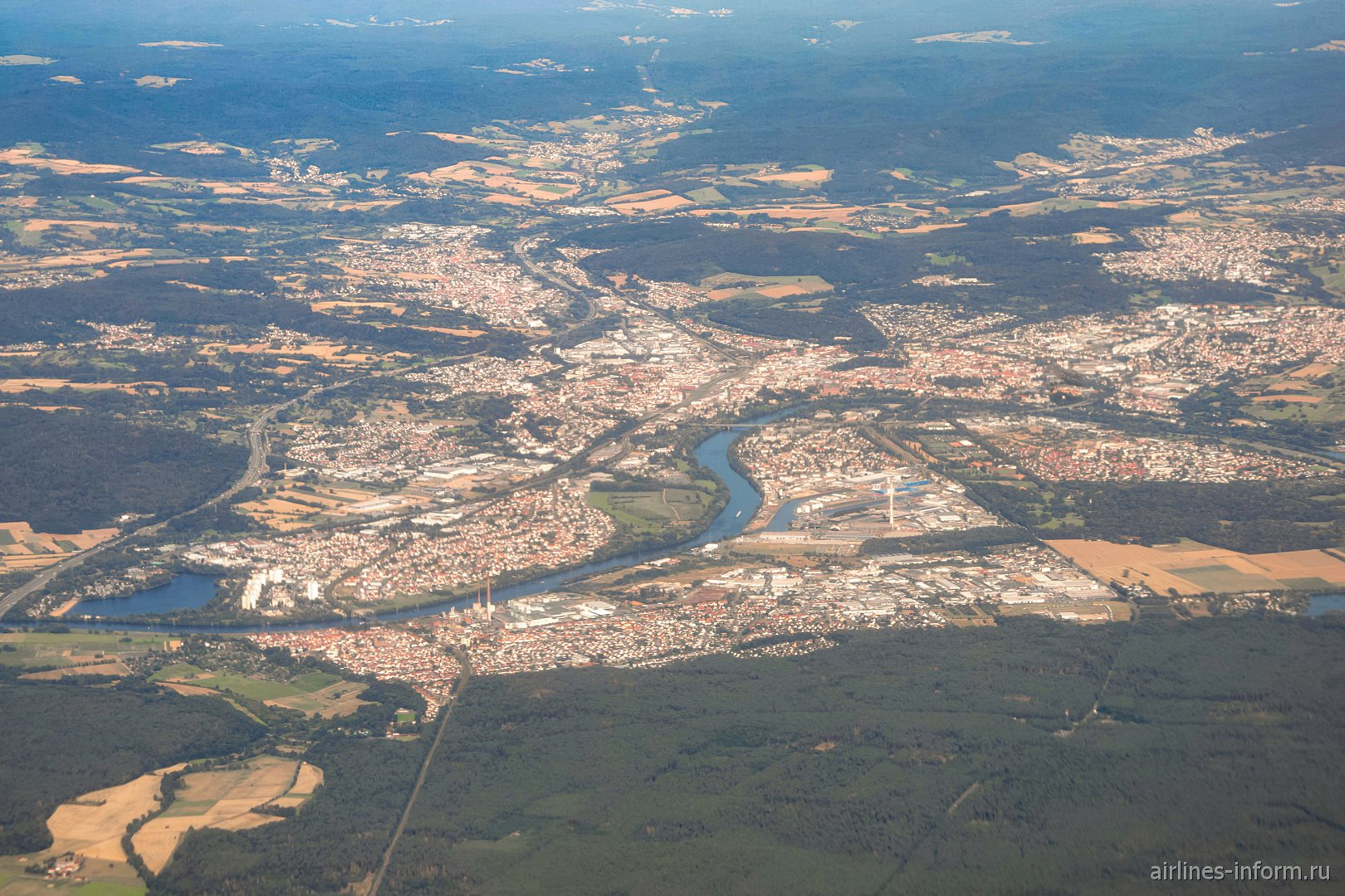 Вид сверху на город Ашаффенбург на реке Майн
