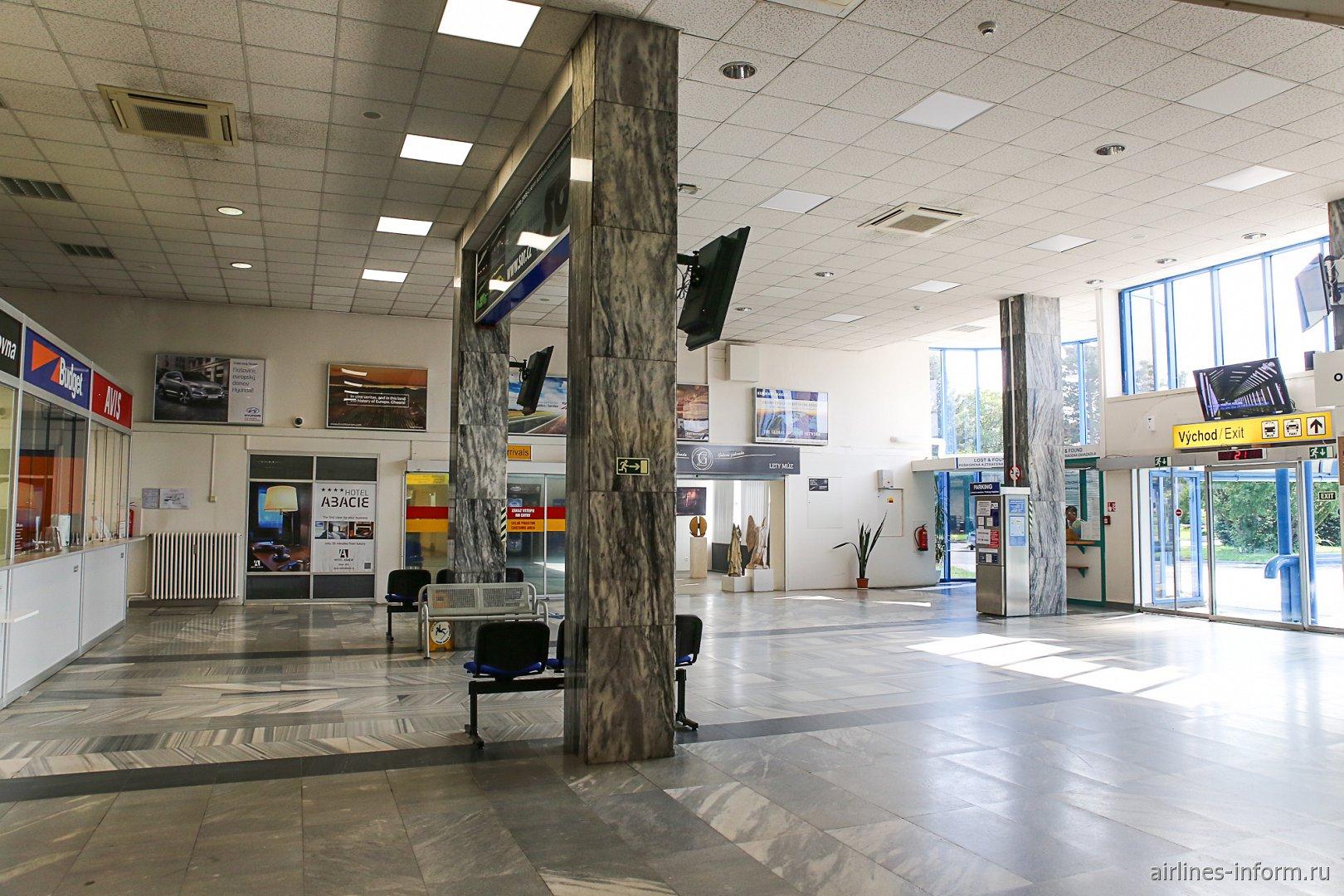 Зал прилета в аэропорту Острава