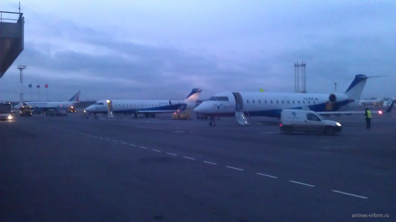 Самолеты Bombardier CRJ200 авиакомпании Ак Барс Аэро