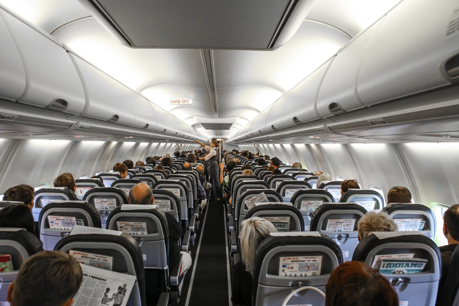 Салон самолета Боинг-737-800 EW-438PA авиакомпании