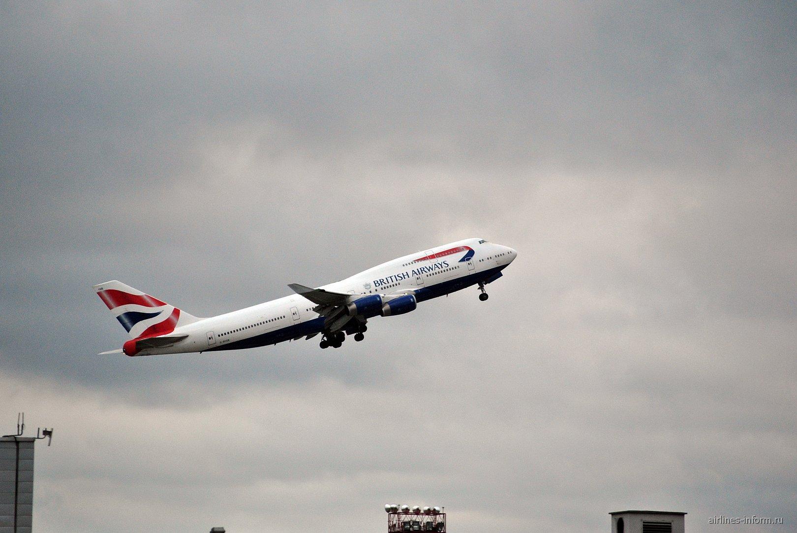 Взлет Боинга-747-400 Британских авиалиний из аэропорта Домодедово