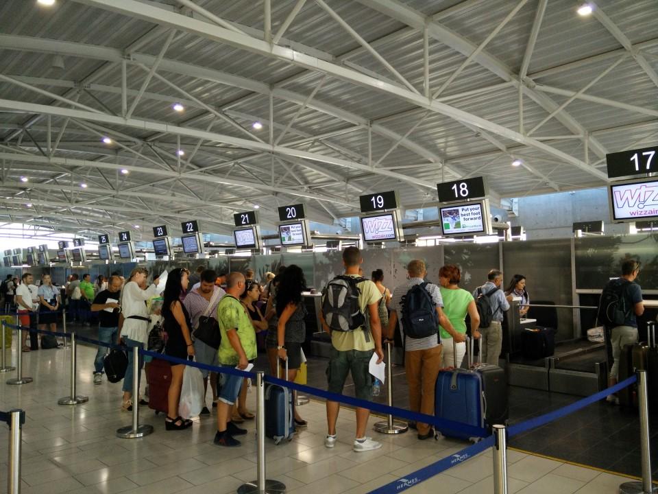 Регистрация вылетающих пассажиров в аэропорту Ларнака