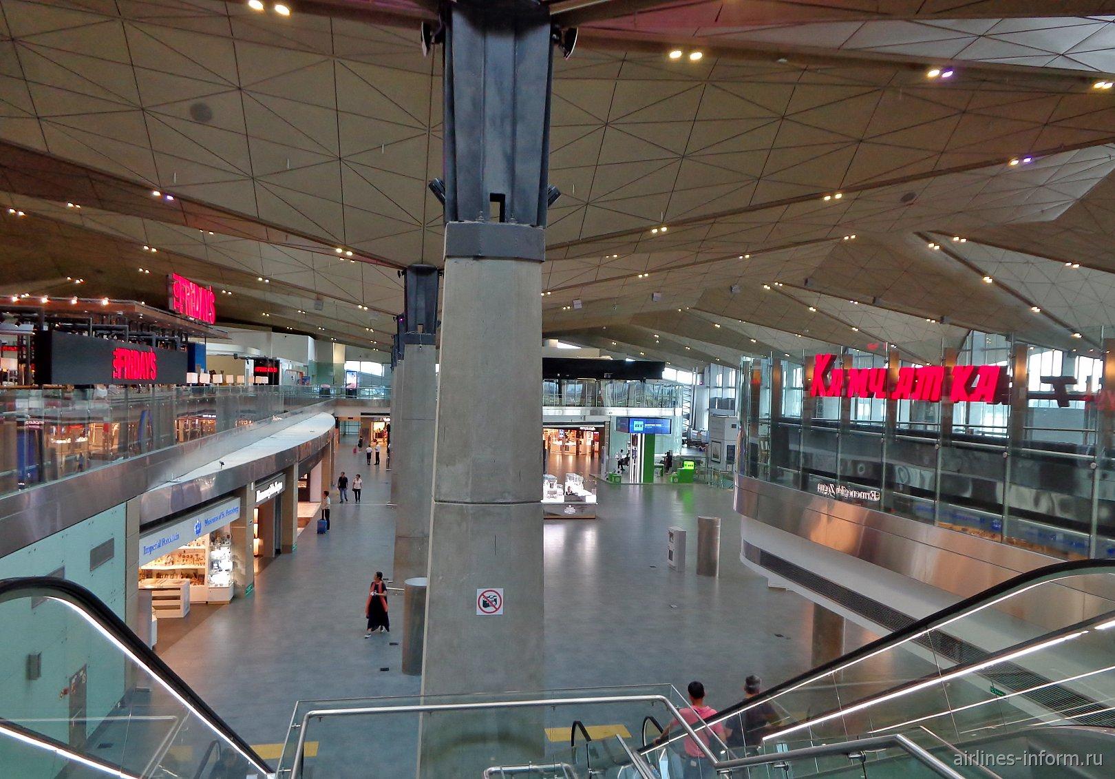 Вид с 4-го этажа в чистой зоне международных авиалиний аэропорта Пулково