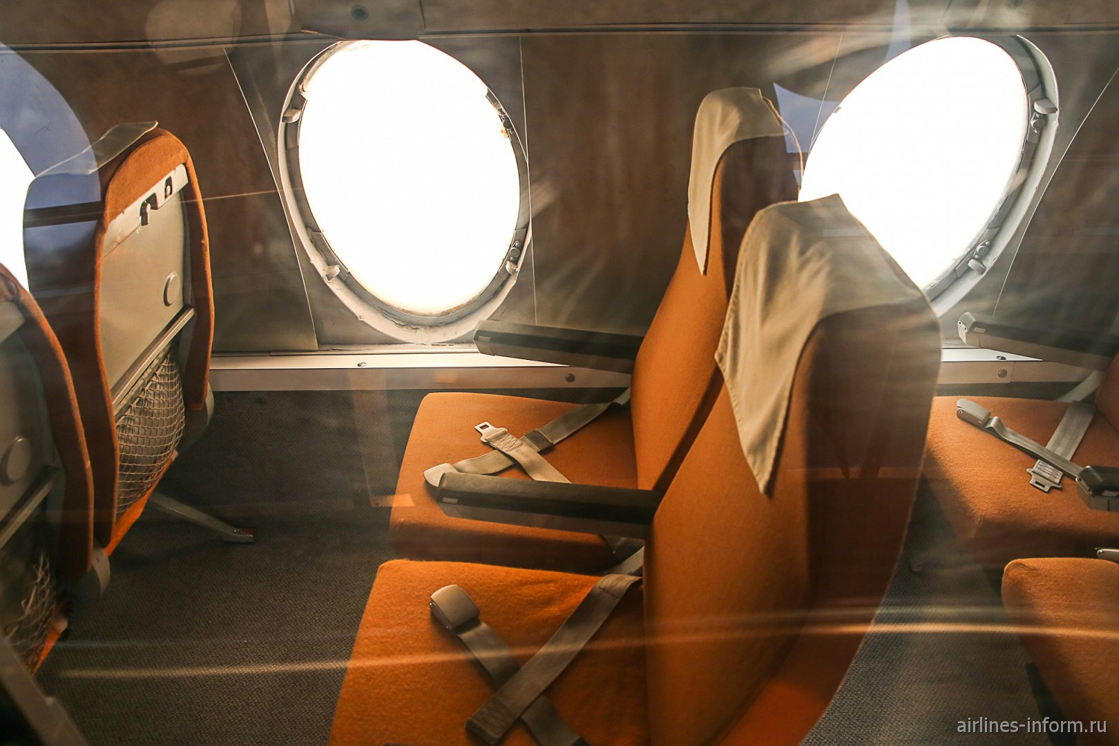 Пассажирские кресла самолета Виккерс Вискаунт в музее техники в Зинсхайме
