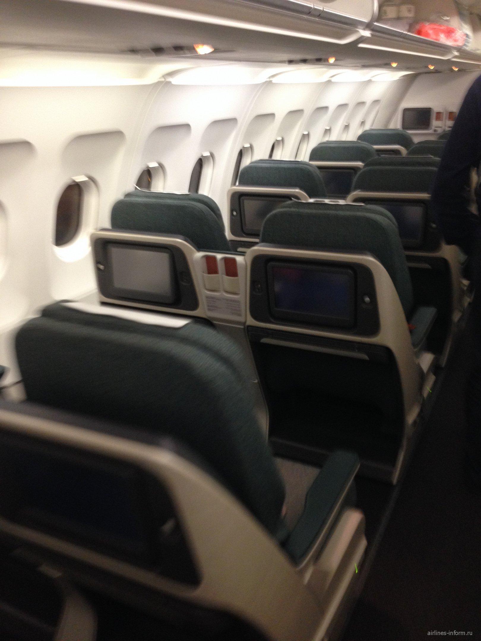 Салон самолета Airbus A321 авиакомпании Dragonair