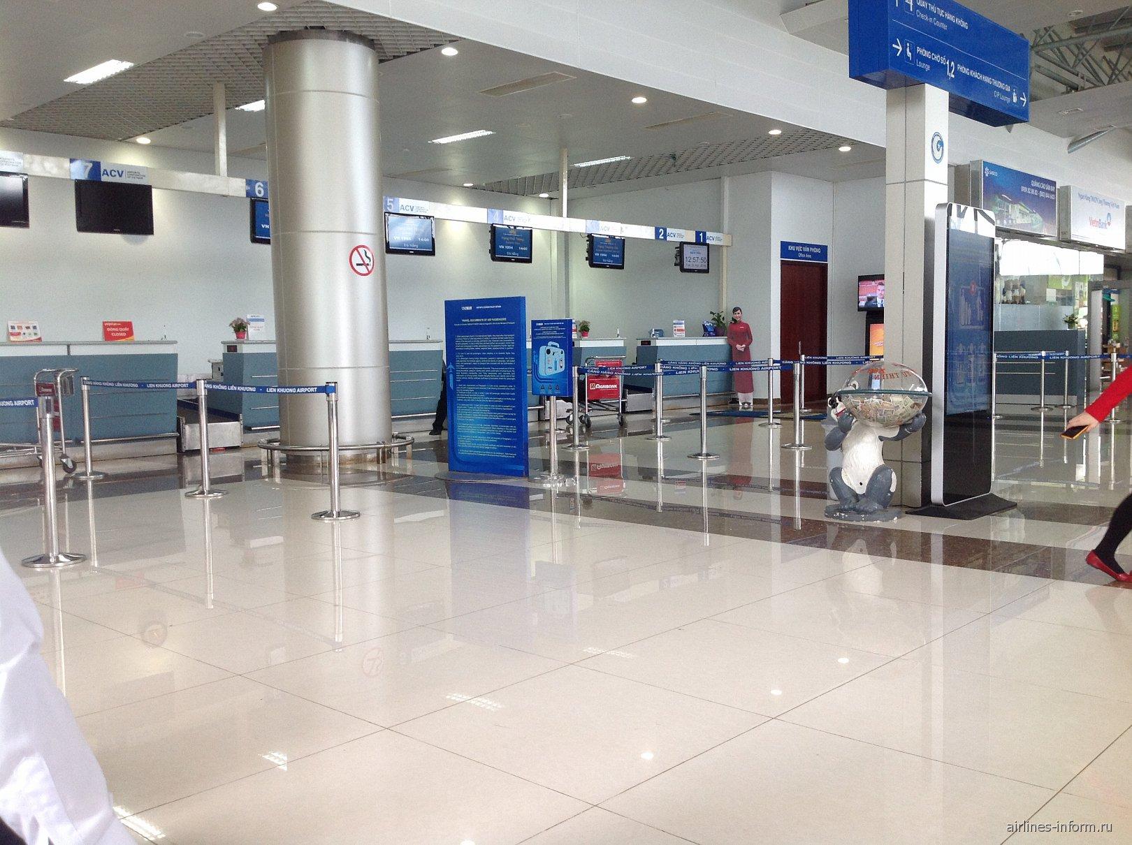 Стойки регистрации в аэропорту Далат Льенкхыонг