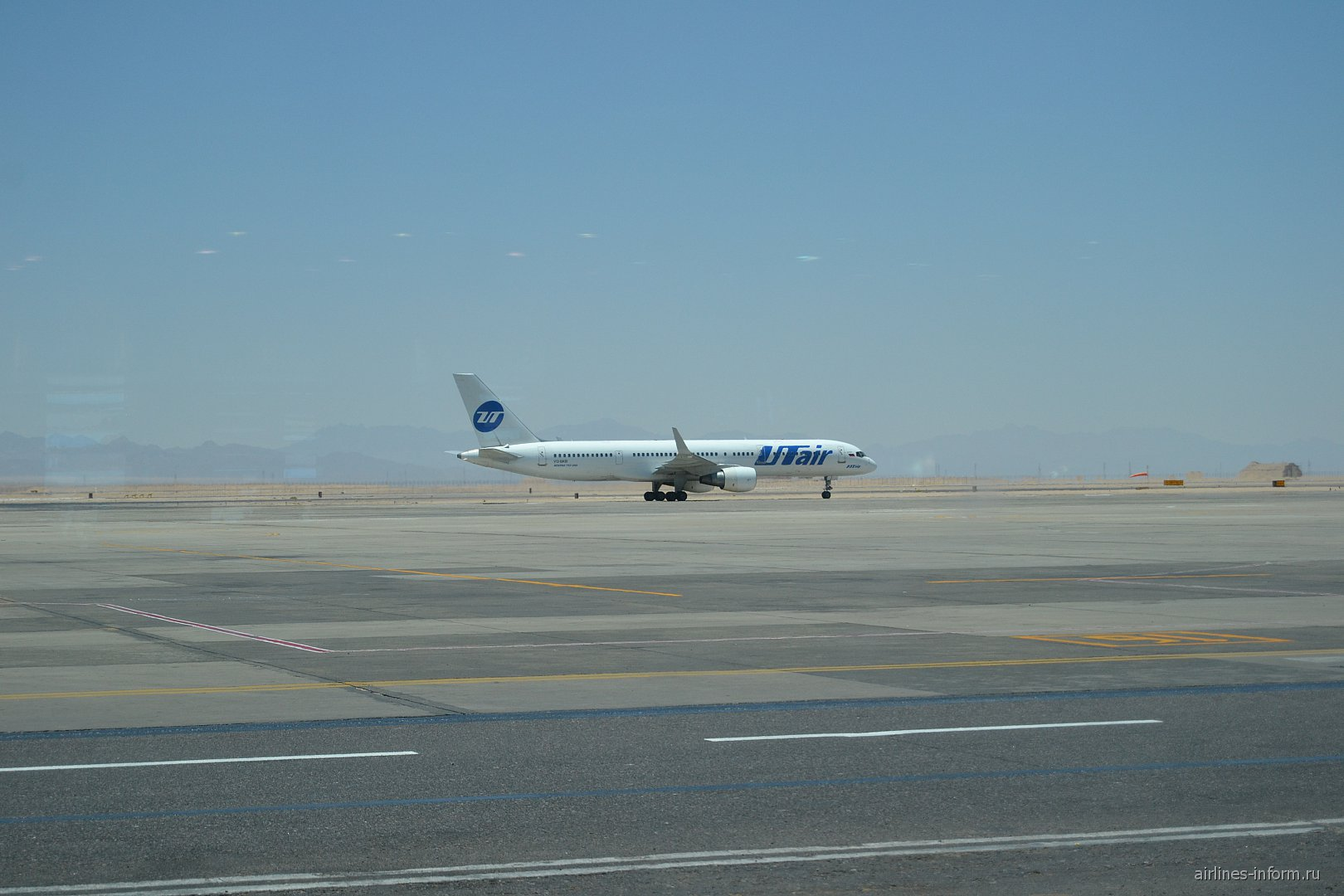 Боинг-757 ЮТэйр в  аэропорту Хургада