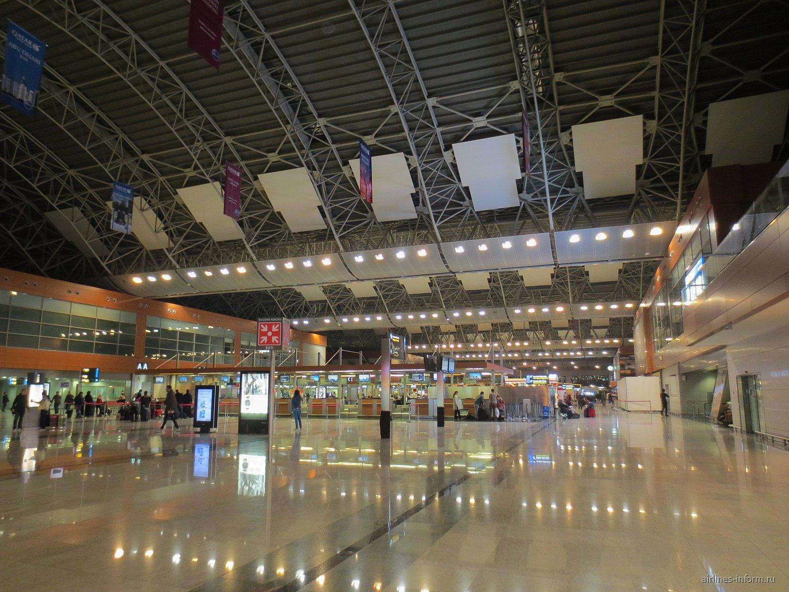 В аэровокзале аэропорта Стамбул Сабиха Гёкчен
