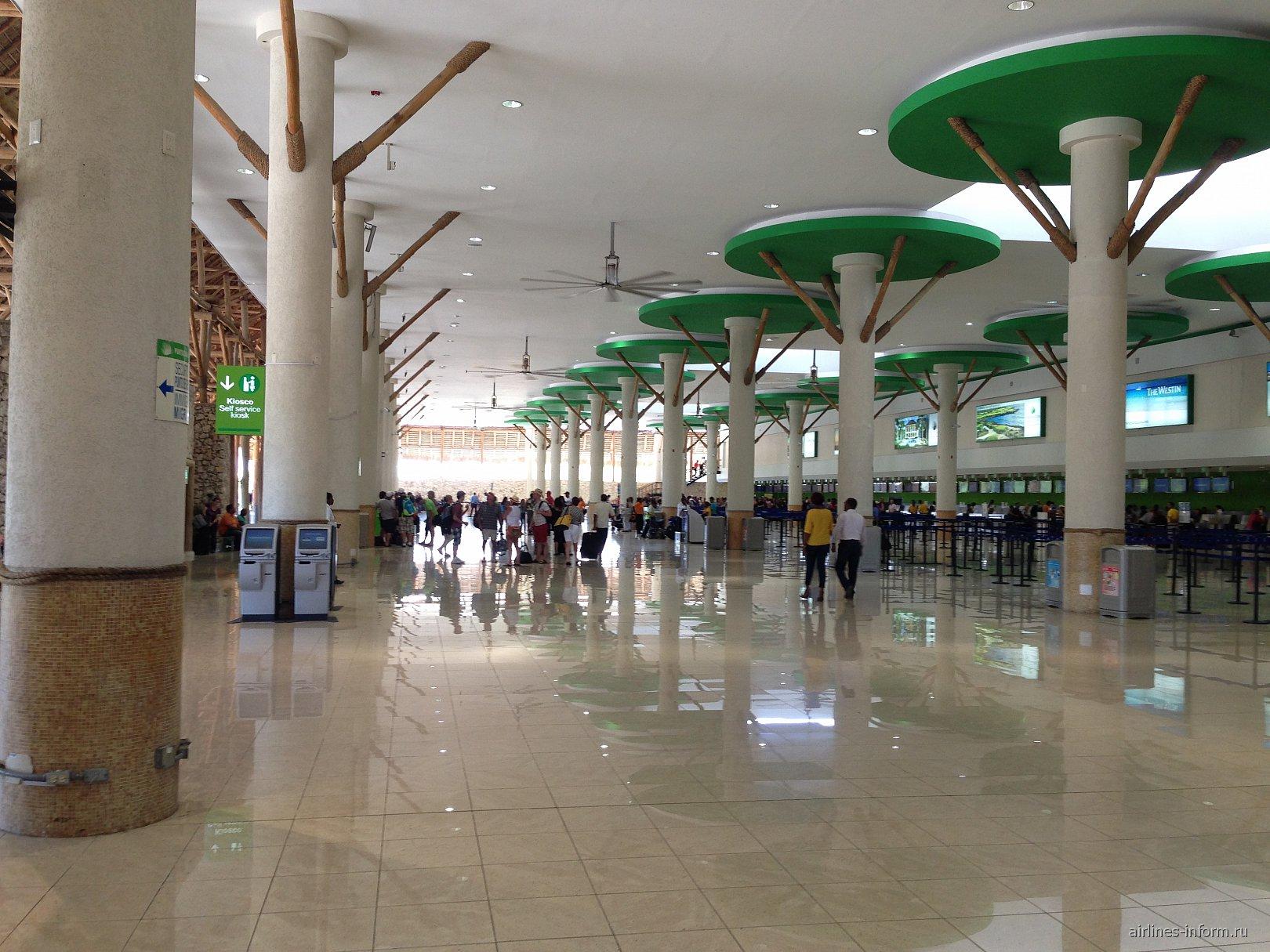 В аэровокзале аэропорта Пунта-Кана