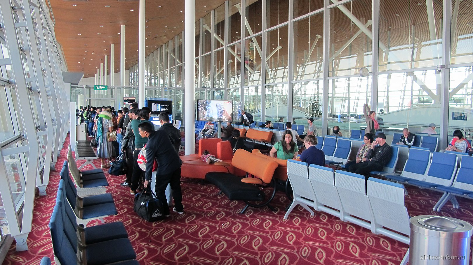 Накопитель в аэропорту Куала-Лумпур