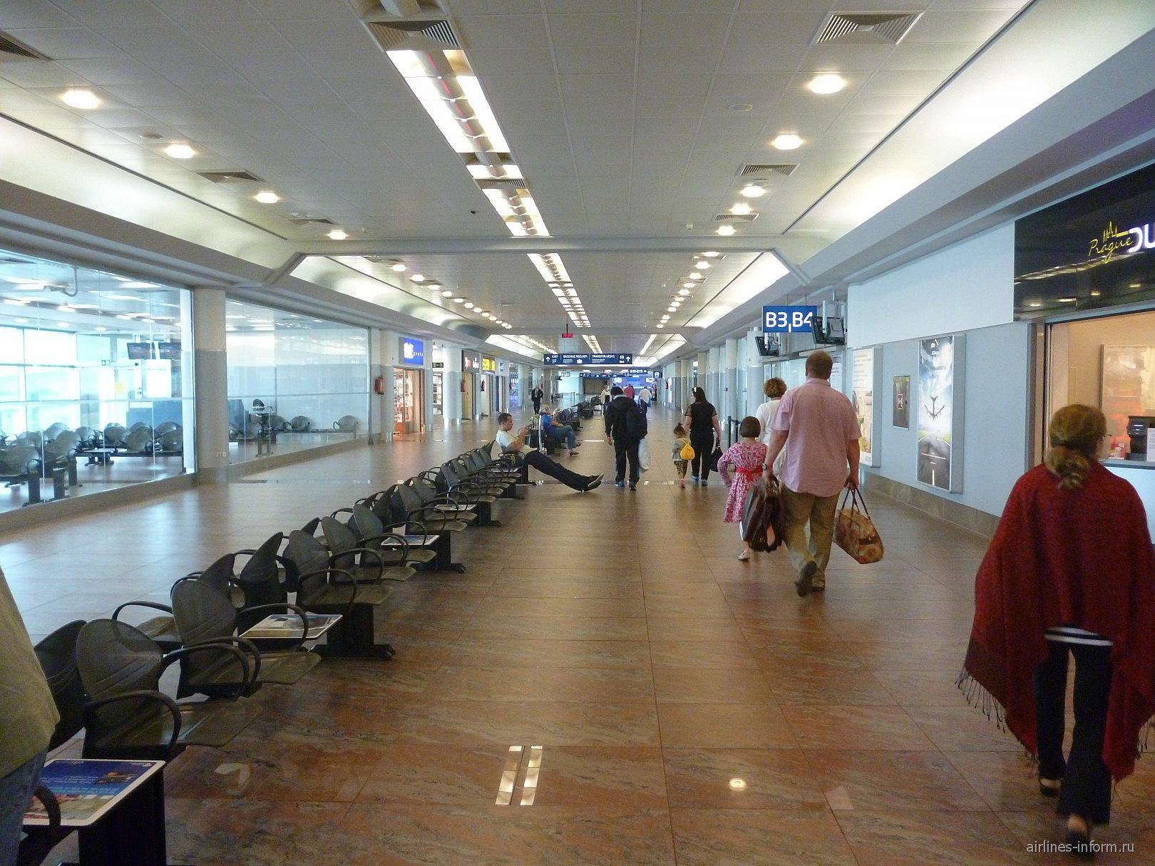 В терминале 1 аэропорта имени Вацлава Гавела в Праге
