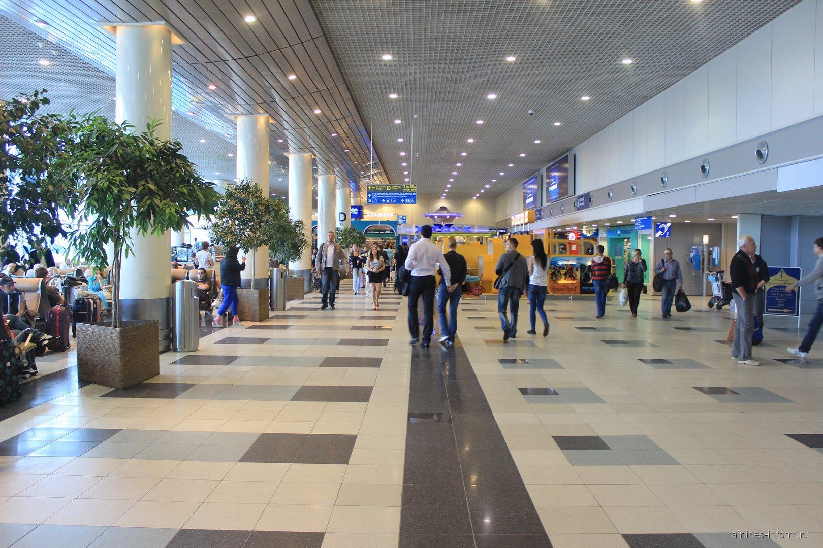 На 2-м этажа аэровокзала аэропорта Домодедово