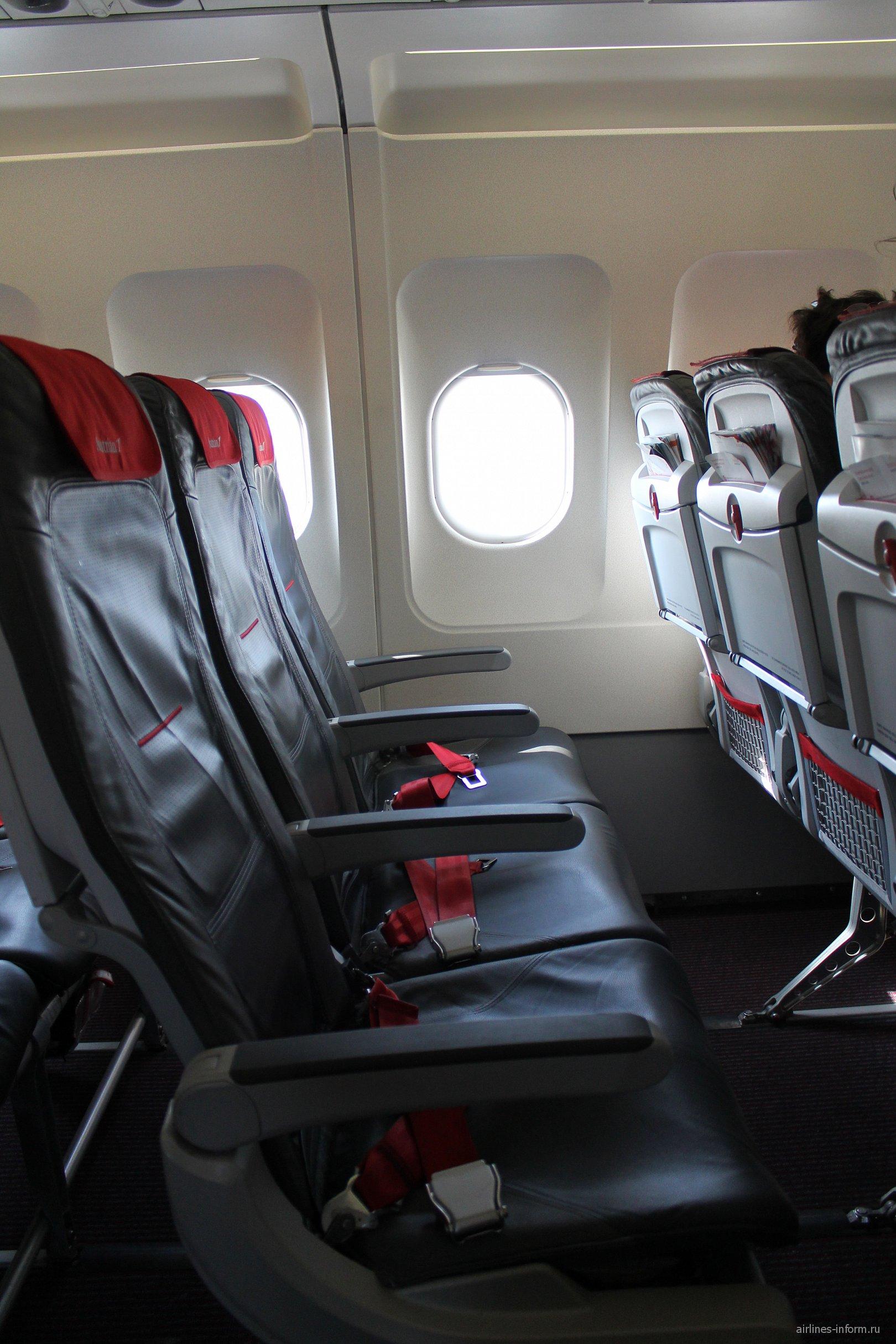Кресла в самолете Airbus A320 Австрийских авиалиний