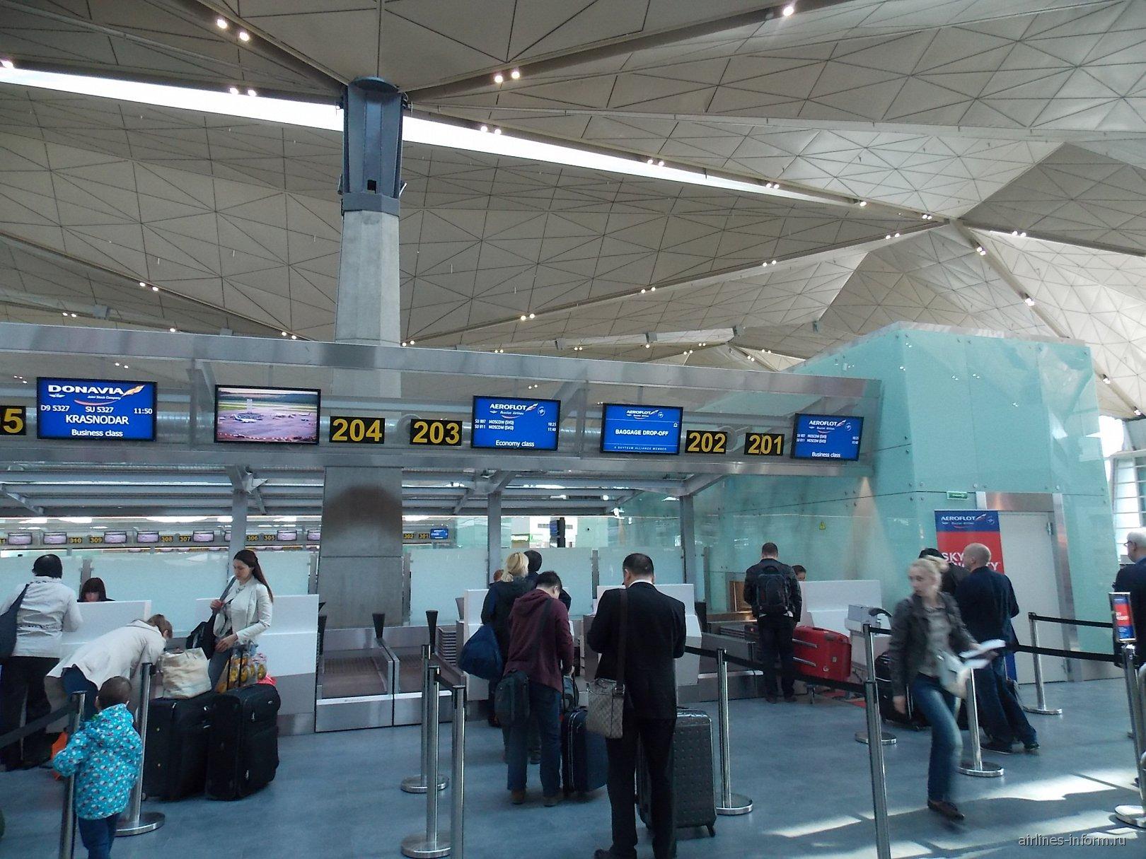 Стойки регистрации в новом терминале аэропорта Пулково в Санкт-Петербурге