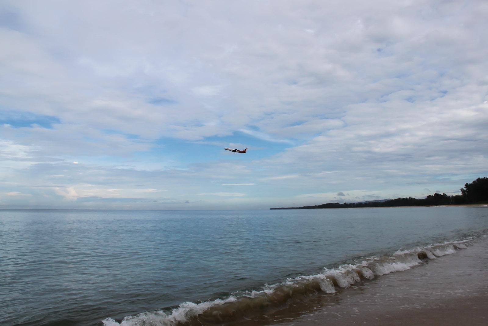 Море возле аэропорта Пхукет