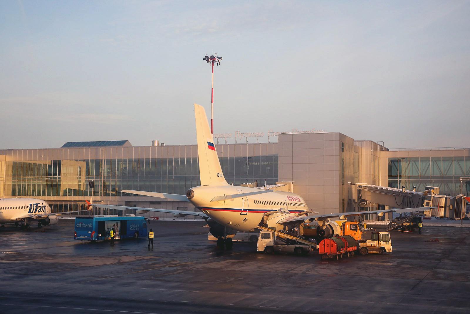 Самолеты у нового пассажирского терминала аэропорта Пулково