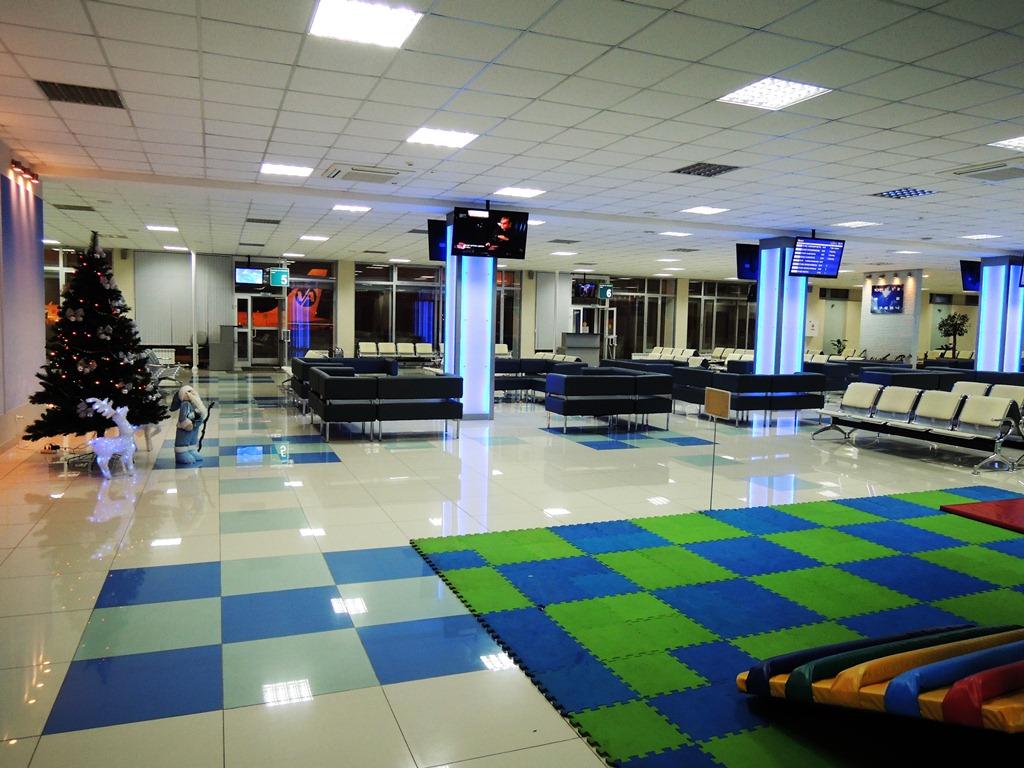 Зал ожидания в чистой зоне аэропорта Владивосток