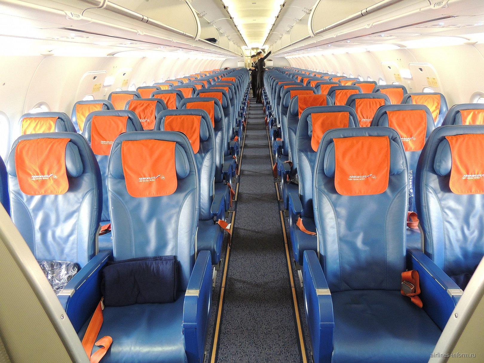 Салон эконом-класса в самолете Airbus A320 Аэрофлота