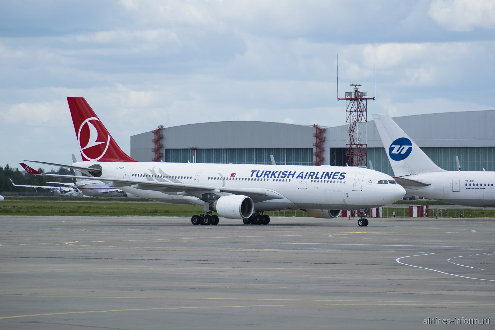 Airbus A330-200 Турецких авиалиний в аэропорту Внуково
